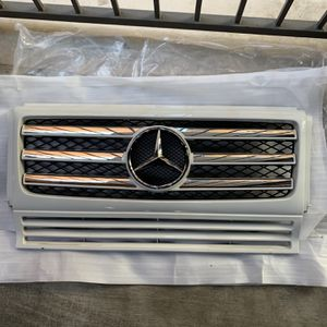Mercedes Benz G Class Front Grill for Sale in Los Angeles, CA