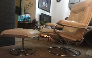 Vintage chair /Recliner with Ottoman for Sale in Monroe, WA