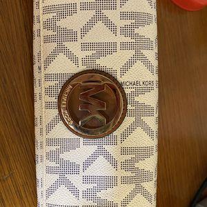 Michael kor Wallet for Sale in Santa Ana, CA