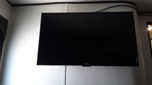 """Works like new 39"""" tv. for Sale in Benton City, WA"""