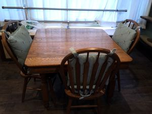 Kitchen table and chairs for Sale in CARPENTERSVLE, IL