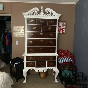 Absolutely gorgeous farmhouse style painted dresser for Sale in Seminole, FL