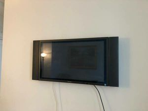 Panasonic 42 inch TV with Wall mount for Sale in Washington, DC