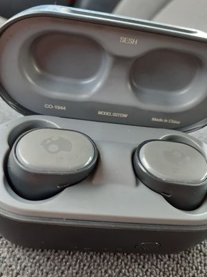 Skullcandy B/T earbuds! for Sale in Flint, MI