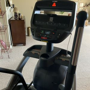 Cybex 525AT ARC TRAINER for Sale in Brookhaven, PA