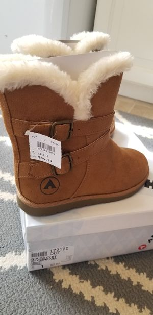 Girls winter boots size 1 for Sale in Rancho Cordova, CA