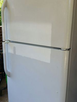 Refrigerator top freezer ice maker like new 6 months warranty for Sale in Alexandria, VA