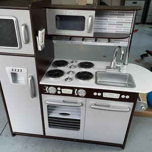 Kidcraft uptown Espresso Kitchen With Food And Play Toys for Sale in Orange, CT