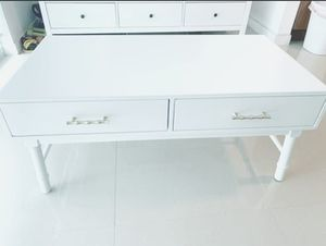 Like new coffee table white for Sale in Miami, FL