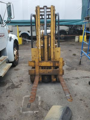 YALE FORKLIFT MAX 4000LBS for Sale in Hollywood, FL