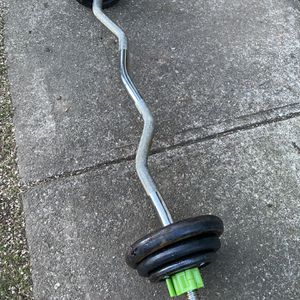 Ez Curl Bar With 35lb Of Weights for Sale in Snohomish, WA
