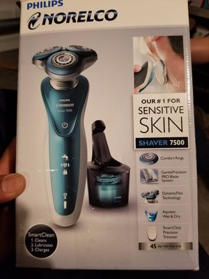 Philips Norelco shaver for Sale in Port St. Lucie, FL