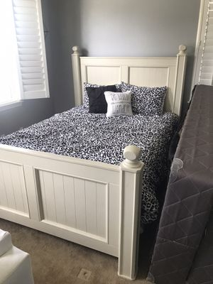 Queen bed frame with mattress, box spring and brand new pillows/ comforter set included for Sale in Menifee, CA