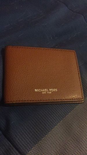 small Michael Kors wallet for Sale in Stockton, CA