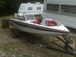 140 Johnson outboard motor VIP boat water ready looking for trade for Sale in Nashville, TN