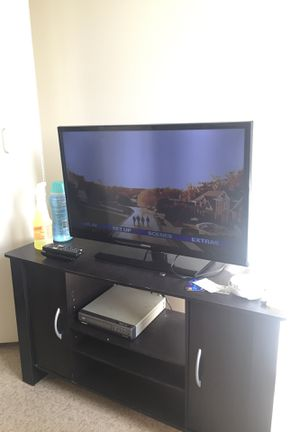 Samsung Tv between 35-40 inches for Sale in Elyria, OH