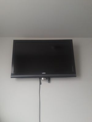 43 inch vizio tv and wall mount for Sale in East Wenatchee, WA