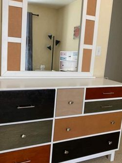 dresser with mirror, for Sale in Vancouver,  WA