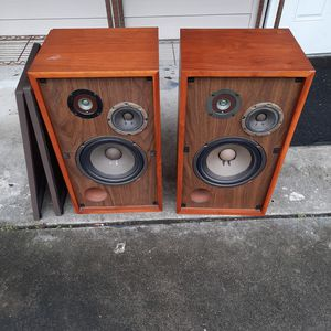 Pair of Marantz Imperial 6-G floor speakers 8ohms with grills for Sale in Seffner, FL