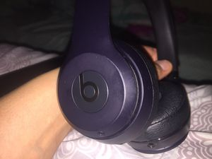 Beats Solo3 Wireless On-Ear Headphones (right side not working) works with aux both sides. for Sale in Monterey Park, CA
