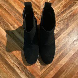 Women's UGG Boots Hazel Black for Sale in Lynnwood,  WA