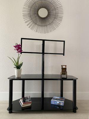 Beautiful glass top tv stand for Sale in Pompano Beach, FL