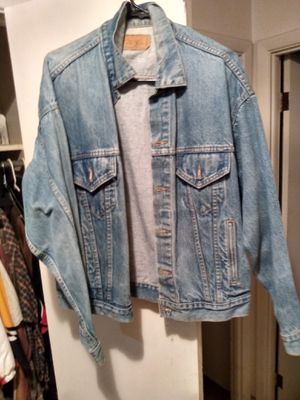 Levi Jean jacket large for Sale in Cleveland, OH