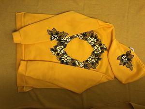 Yellow lemon floral hoodie size medium for Sale in Mukilteo, WA