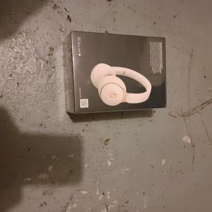 Beats solo pro (white and gold) for Sale in Phoenix, IL