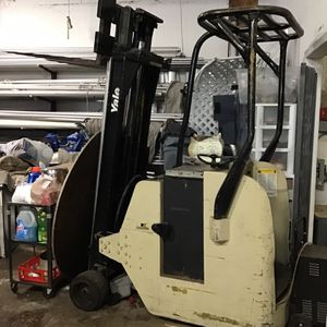 YALE Forklift stand behind Electric for Sale in Matawan, NJ