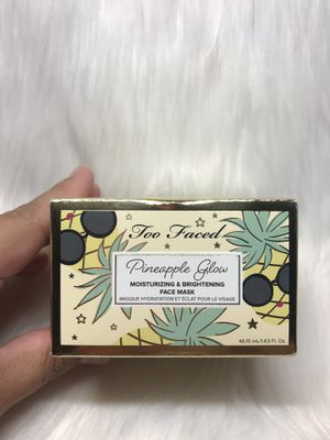 New Limited Edition too faced pineapple glow mask for Sale in Montclair, CA