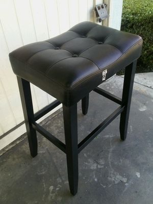 1) bar stool in good condition for Sale in Long Beach, CA