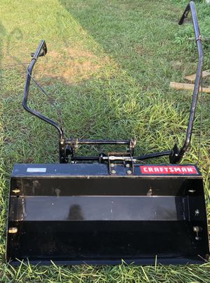 Craftsman 24847 200lb Front Tractor Scoop for Sale in Dade City, FL