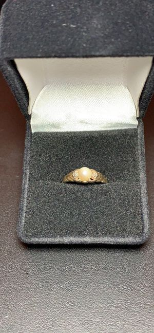 10k gold diamond pearl ring for Sale in Clackamas, OR