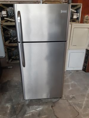 Refrigerator frigidaire good condition 3 months warranty delivery and install for Sale in Oakland, CA