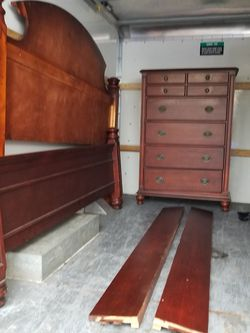 4 Piece Complete King Bedroom Set, Delivery Available, King Beds Two Nightstands And Toll Dresser for Sale in Everett,  WA