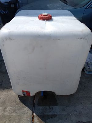 250 gallon water tank (no cracks and not dry and brittle for Sale in Los Angeles, CA