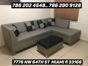 Sectional couch sofa for Sale in Medley, FL