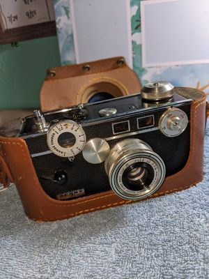 Vintage Argus c3 camera 35 mm with leather case for Sale in Pasadena, TX