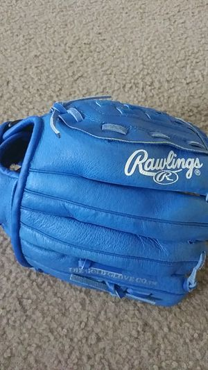 Rawlings Youth Glove (For RIGHT Hand) for Sale in La Plata, MD