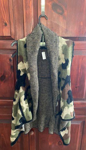 Women's camouflage sweater vest m/l for Sale in Miami, FL