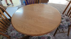 Round kitchen table with 4 matching chairs for Sale in San Diego, CA