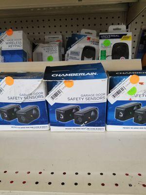 Chamberlain Garage Door Opener / Sensor for Sale in Detroit, MI
