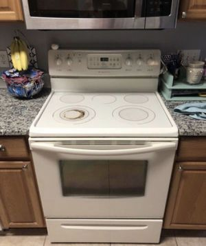Frigidaire electric stove/oven for Sale in Melbourne, FL