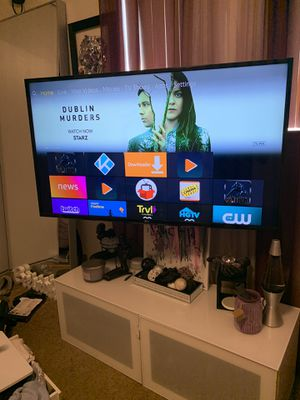 Tv stand with built in tv mount for Sale in Hayward, CA