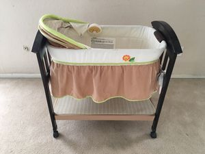 Baby crib with music for Sale in San Diego, CA