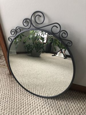 Great round wall mirror for Sale in Solon, OH