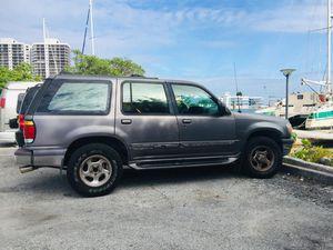 97 Ford Explorer XLT V8 for Sale in Miami, FL