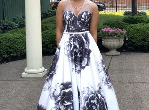 Modern Flowered Black And White Dress (Prom, Gala, Homecoming Social) for Sale in Pittsburgh, PA