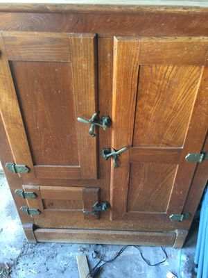 Antique Ice Box for Sale in Coral Springs, FL